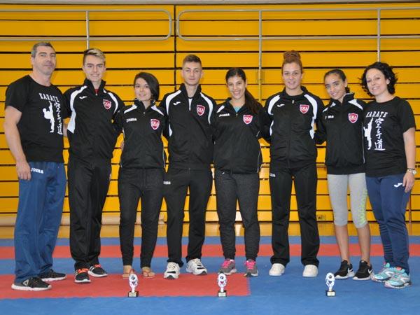 El equipo cadete junior del Club Karate Alzira se alza con 4 medallas en el campeonato autonómico de karate de Mislata