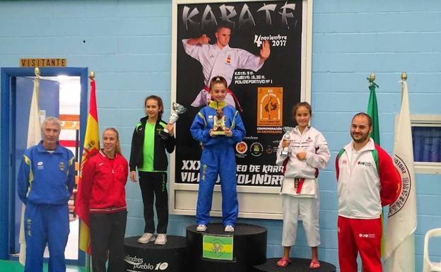 Dos bronces para karatekas de Valladolid en Colindres