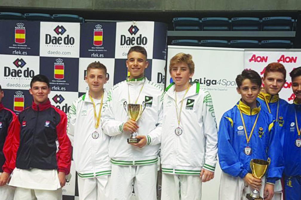 Dos bronces para los karatecas andaluces