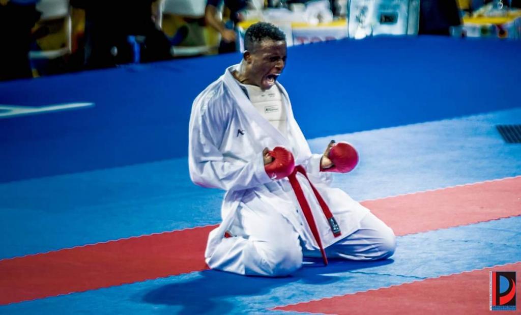 Franklin Mina campeón de karate en Bolivarianos