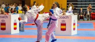 Tres karatecas del Samyd acarician el podio en el Nacional