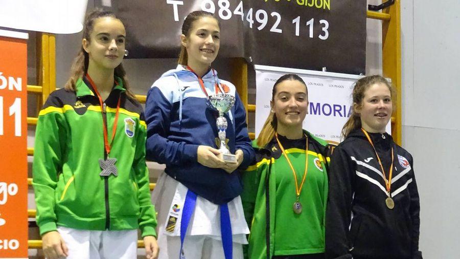Melanie Suárez, del Akai Ryu de Negreira, medalla de oro en Asturias
