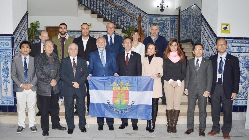 Talavera recibe a una delegación japonesa para tratar acuerdos comerciales