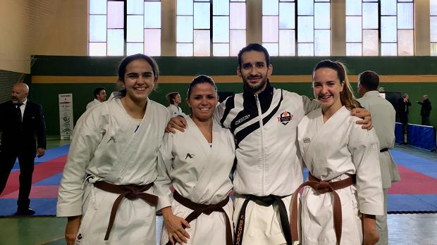 Éxito del programa de Olympic de fomento del karate en la mujer con tres nuevos cinturones negros