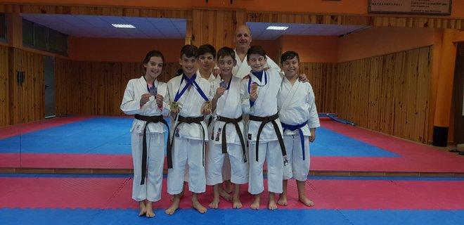 El karate club San Vicente logra seis medallas en la liga autonómica 2018