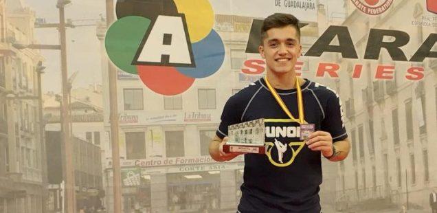 Matías Rodríguez y Rodrigo Rojas ganan medalla de plata en torneo español de karate
