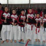 Dieciséis medallas para los salmantinos en el Regional de karate