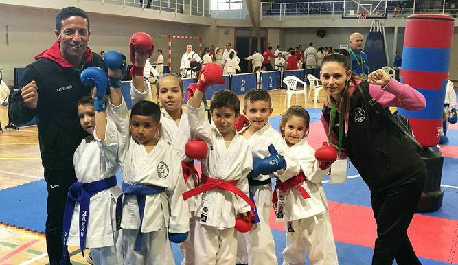El kárate almeriense logra 18 medallas en el Campeonato de Andalucía de Kumite