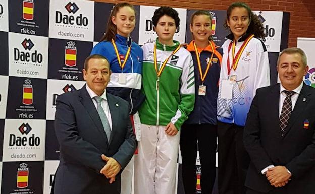 Los karatekas granadinos brillan con la selección andaluza en el Nacional infantil
