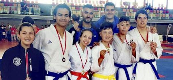 Dos torrejoneros ganan los Juegos de Deporte Escolar de Kárate de la Comunidad