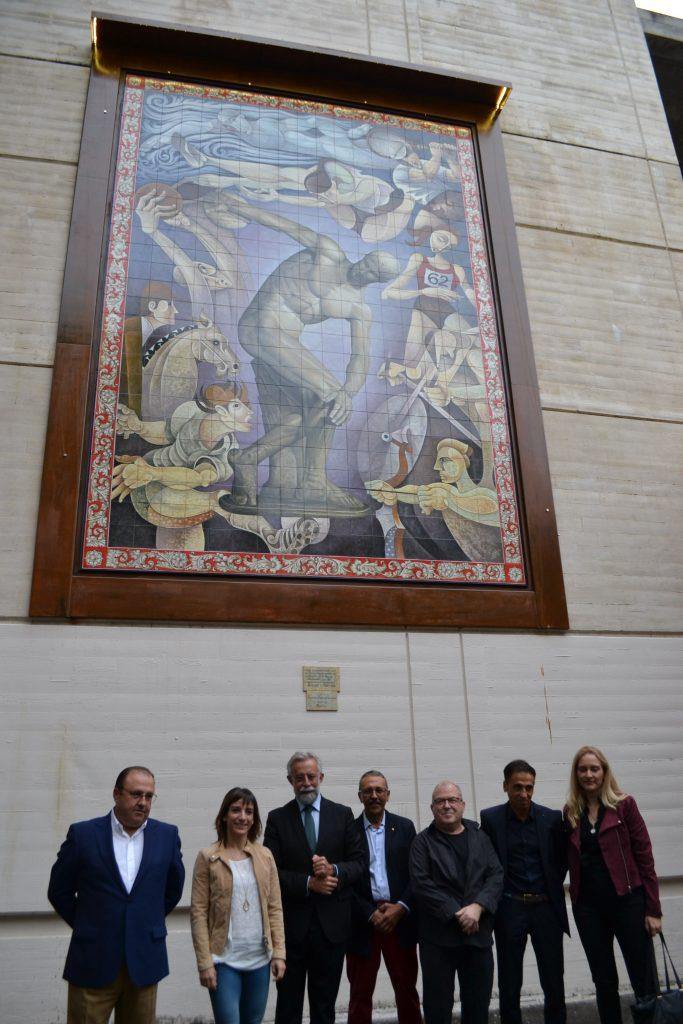 Sandra Sánchez inaugura un nuevo mural de cerámica en Talavera