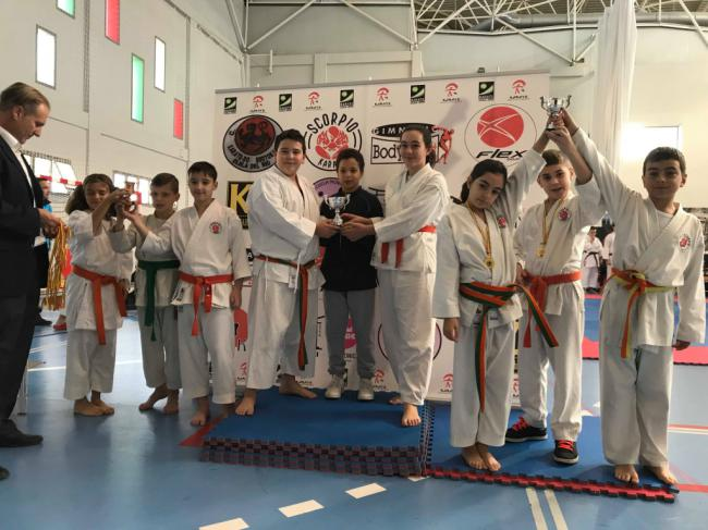 Adra obtiene 46 podios en el campeonato 'Jóvenes promesas y veteranos de kárate'