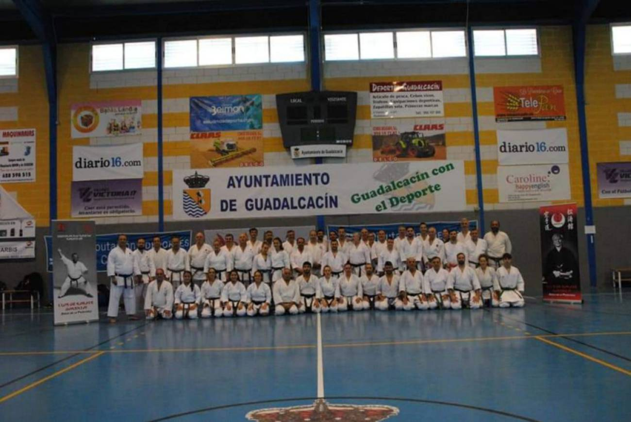 Un centenar de alumnos participaron en el III curso de kárate tradicional