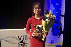 Le Zhou y Nicolás Carnota, de la Escuela de Karate Akai Ryu, reciben premios de deportistas promesa en la VIII Gala del Deporte de Negreira