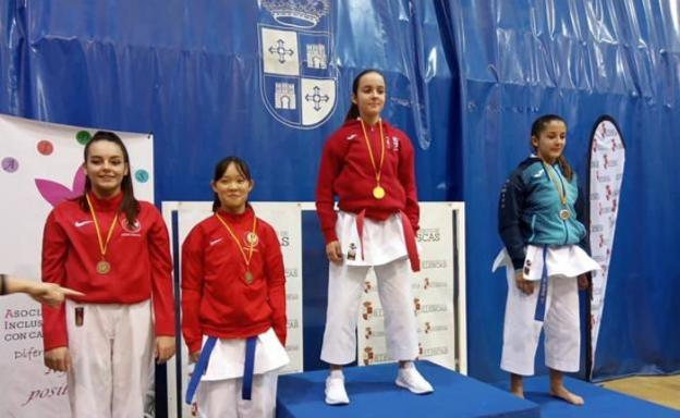 La cadete herrereña Elena Sanz gana el campeonato Aidis de karate de Illescas